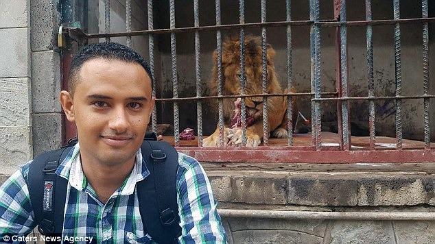 年僅25歲的巴薩姆原本是工業工程學生,但戰爭爆發後不忍心看動物受苦,於是加入志工行列。   翻攝自每日郵報
