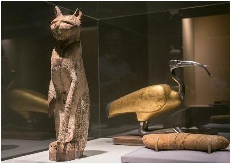 基於古埃及人的信仰是基於对自然的崇拜,而野生和驯养的动物都可能