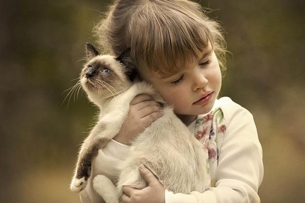 动物朋友与小孩 照片超暖心