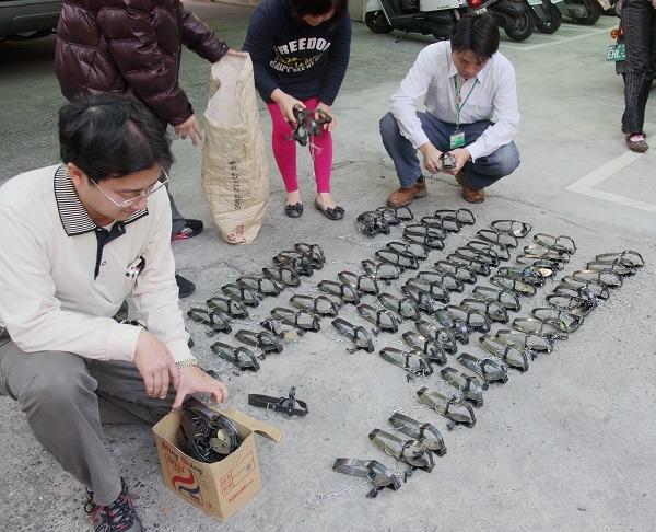 台南市動保處查獲五金業者違法販售獸鋏。 台灣動物新聞網資料照(蕭士塔/攝)