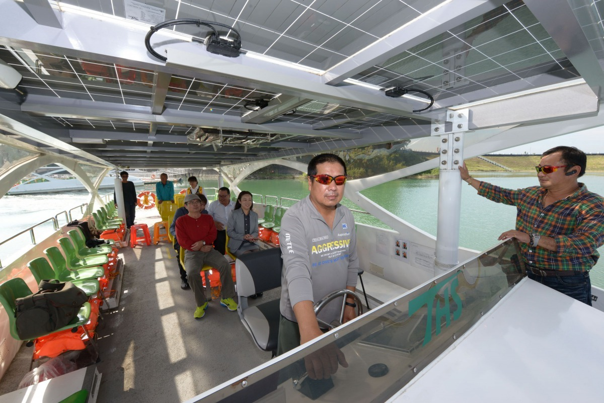 水利會烏山頭水庫的遊艇也採用太陽發電為動力。高維奇/攝