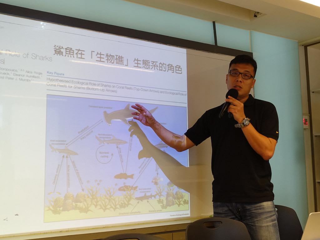 學者溫國彰指出,很可能台灣的西北海域是鯊魚的重要孵育場,這個發現,將會受到國際生態學界高度關注。賴品瑀攝。