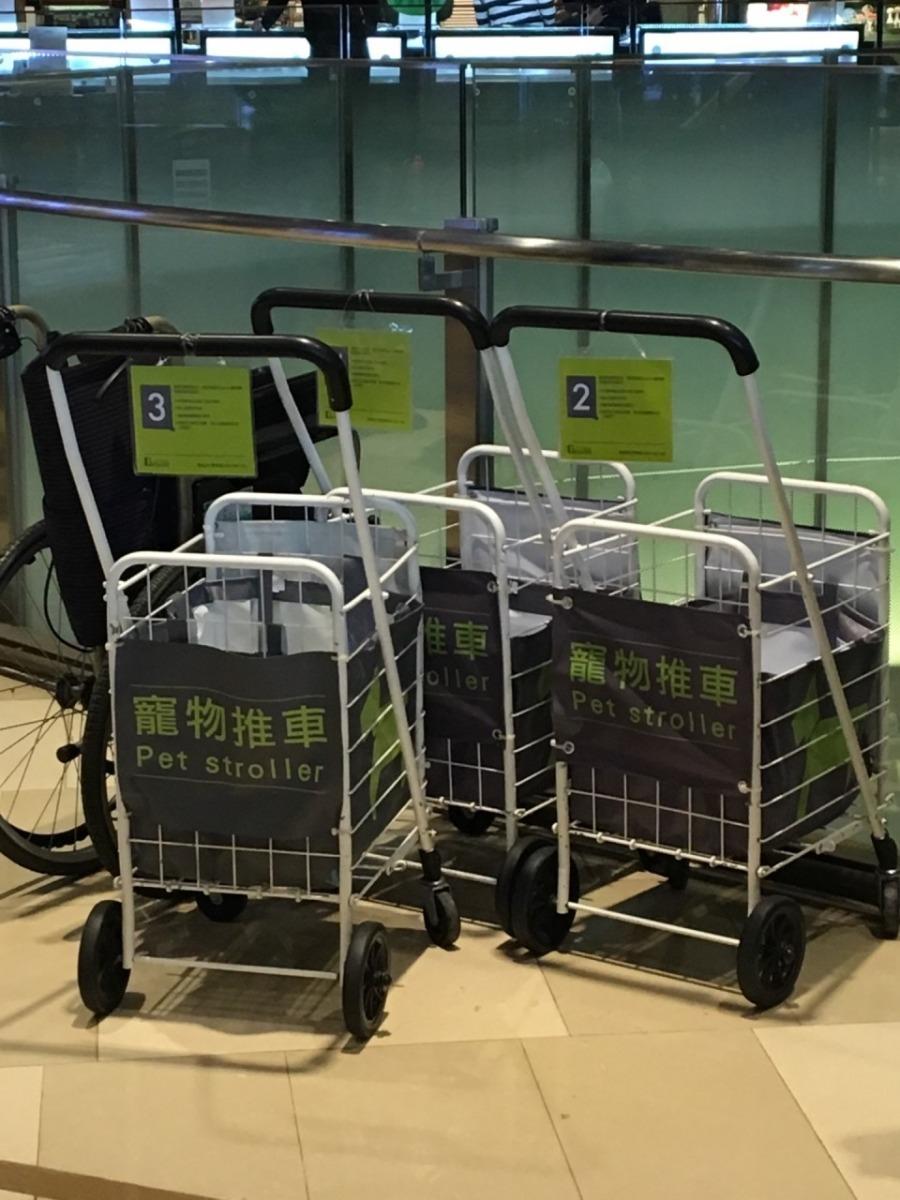 位於台北市的京站時尚廣場提供推車租借服務。 黃靖雅/攝