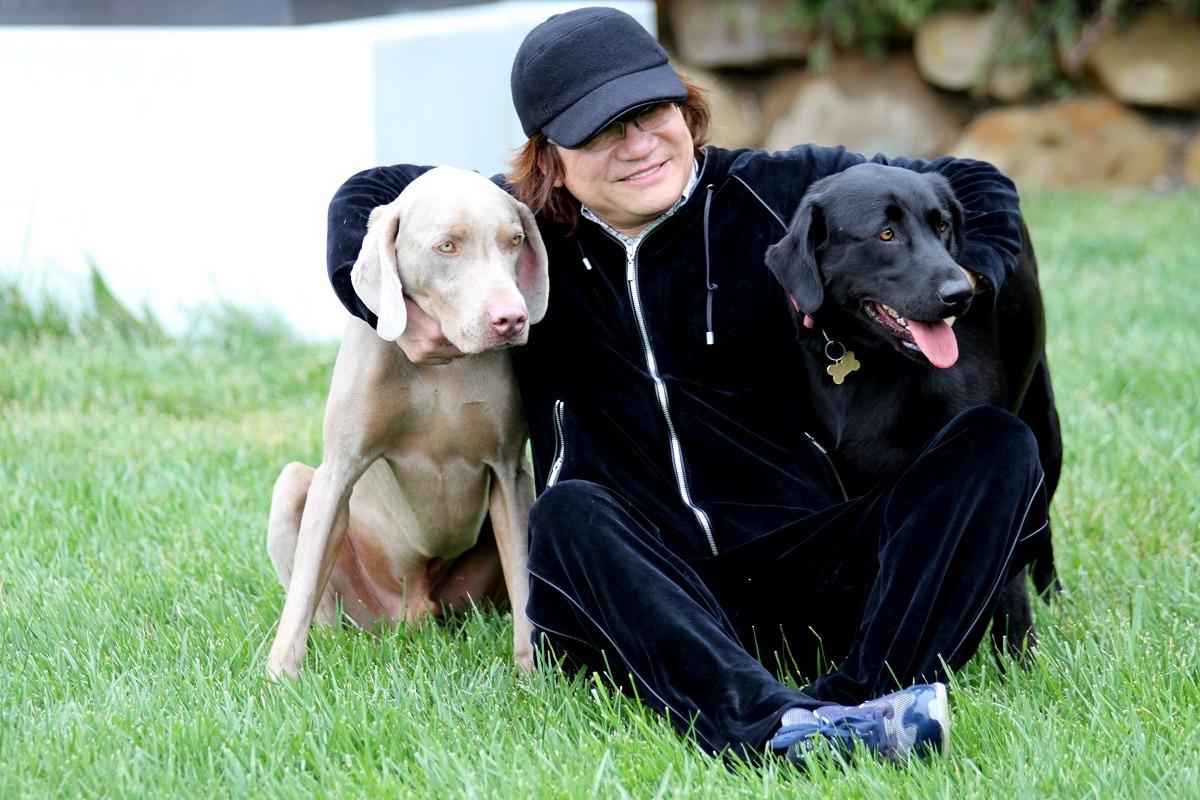 彭玄陵與牠的寵物狗。 世界愛犬聯盟/提供