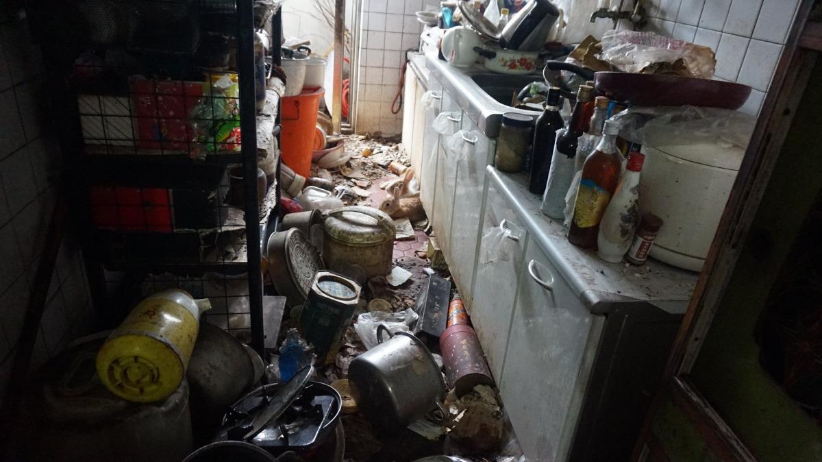 現場堆積了大量垃圾與廢棄物。台灣愛兔協會/提供
