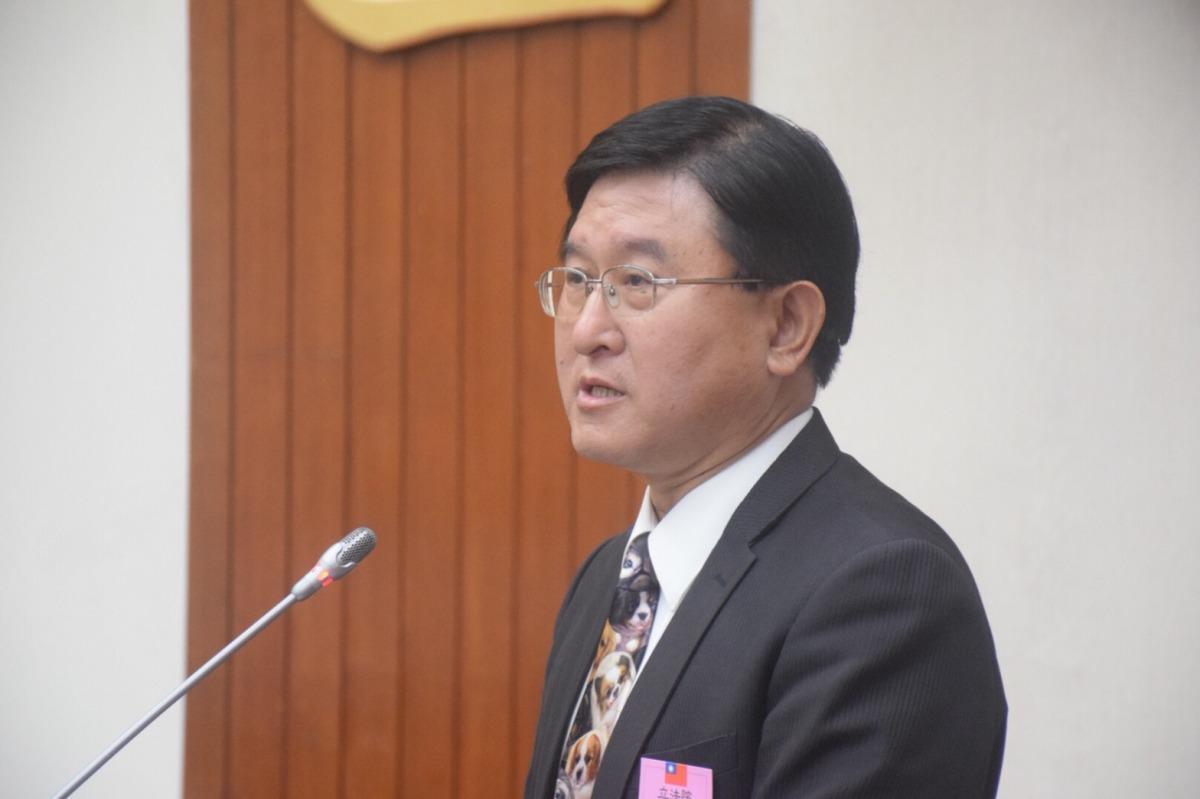 中華民國獸醫師公會全國聯合會理事長陳培中認為動物使用人藥為天經地義的事。 姚崇仁/攝