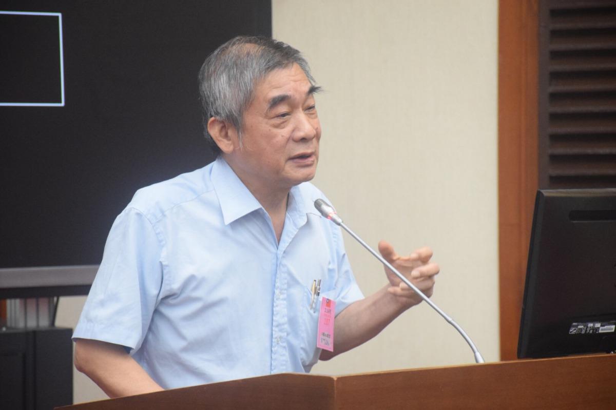 中華民國保護動物協會祕書長黃慶榮認為應該使用「負面表列」來禁止哪些藥不能使用,才能解決獸醫缺藥問題。 姚崇仁/攝